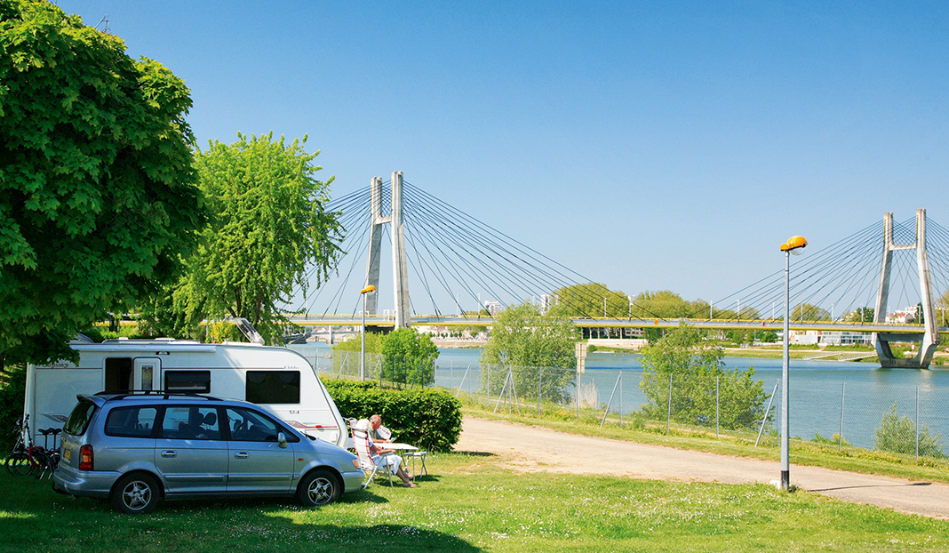 Camping du Pont de Bourgogne ***